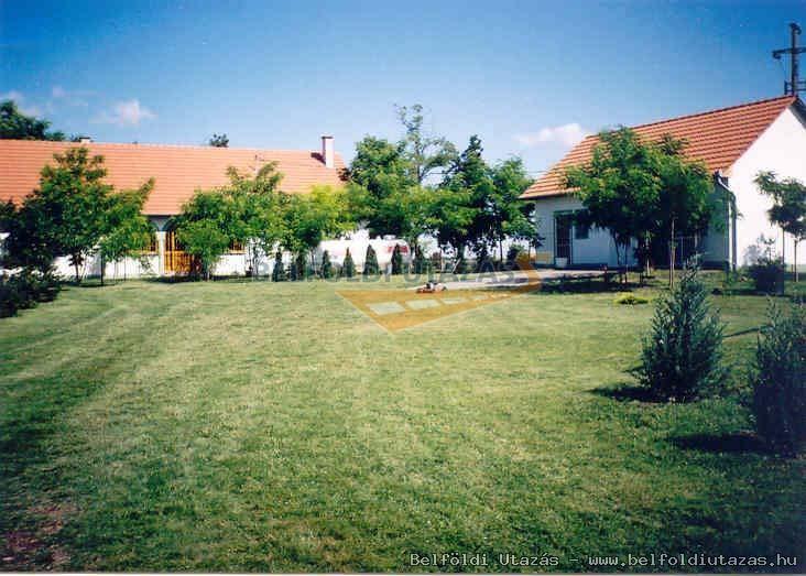 Betti Motel és Pihenőház (2)