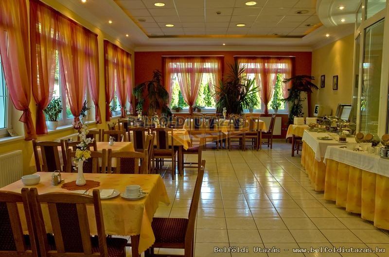 reggeliző étterem ami konferencia teremnek is használható