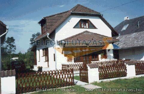 Nyaralóházak (2)