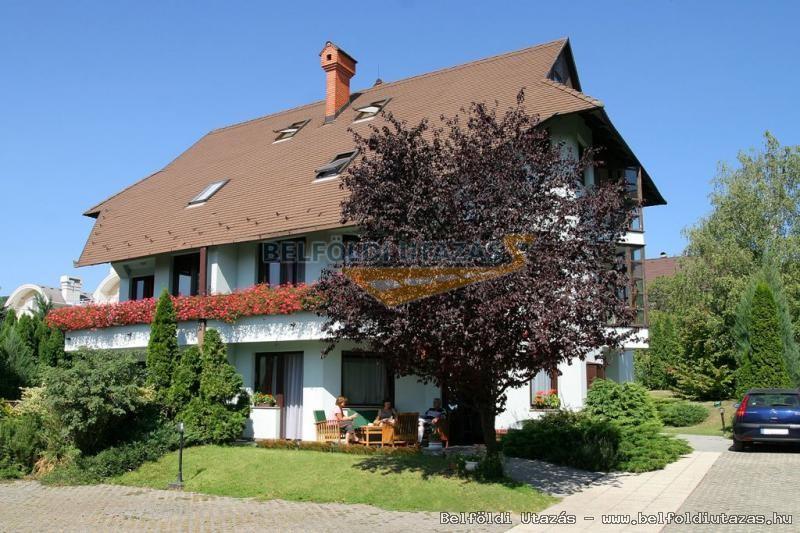 Dominika Apartman Hotel (1)