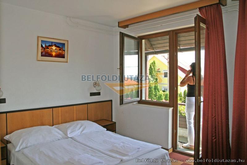 Dominika Apartman Hotel (2)