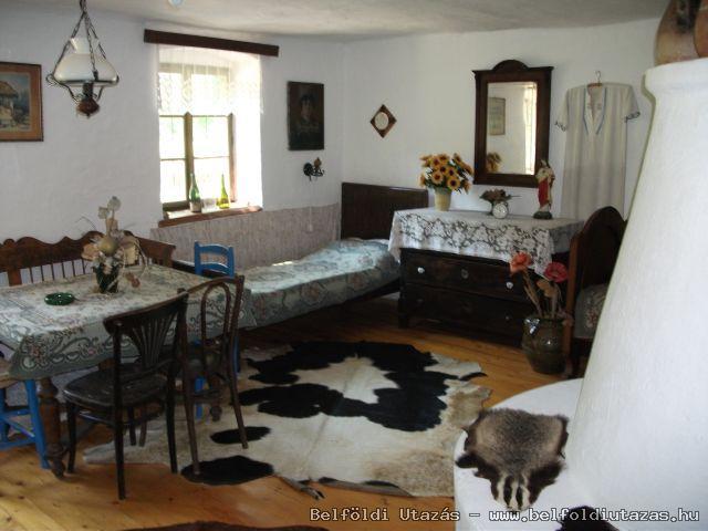 az egyik szoba,a búbossal