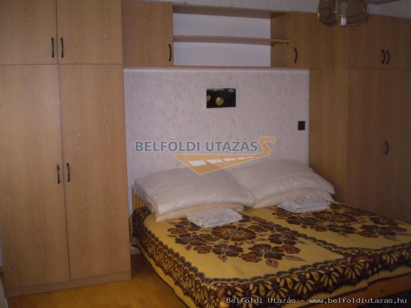 nagy apartman: alsó szoba