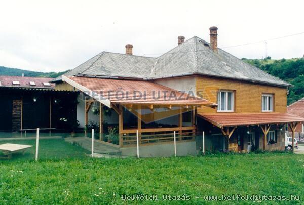 Fa Villa Vár (2)