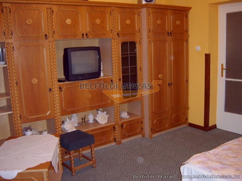 középső szint 2. szoba