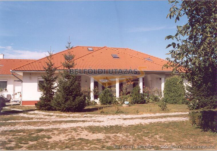 Fertődi Kúria Vendégház (1)