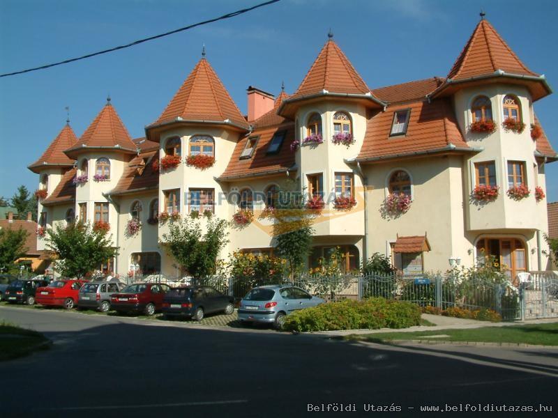 Hajdú Kastély Hotel (1)