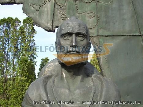 Magyar László Afrikakutató bronz emlékműve (2)