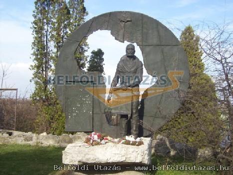 Magyar László Afrikakutató bronz emlékműve (1)