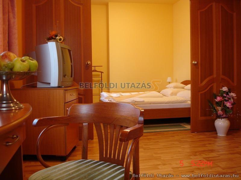 Karádi Hotel**** (3)