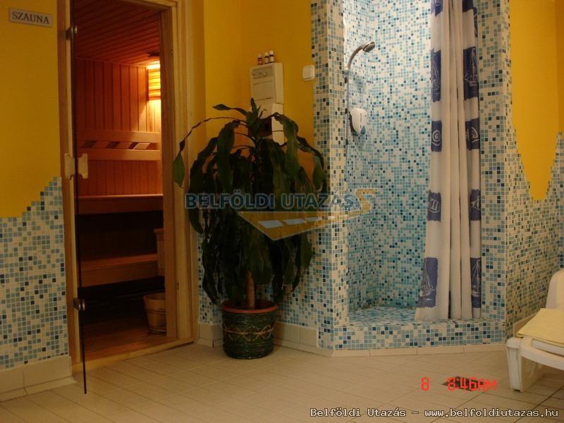 Karádi Hotel**** (8)