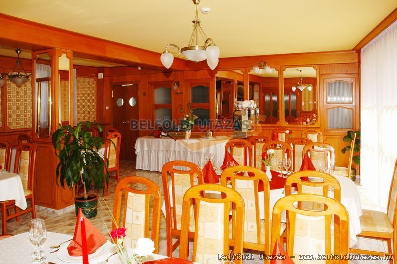 Karádi Hotel**** (10)