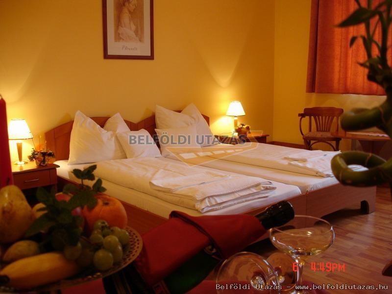 Karádi Hotel**** (5)