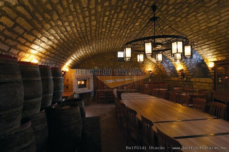 Löwe Wein-Restaurant, Wein-Keller und Pension (3)