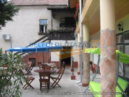 Hársfavirág Pizzéria Étterem Vendégház (9)