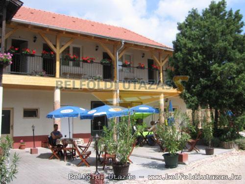 Hársfavirág Pizzéria Étterem Vendégház (1)