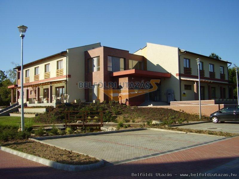 Flóra Termálfürdő -Hany Istók Kerékpáros Centrum, Panzió (1)