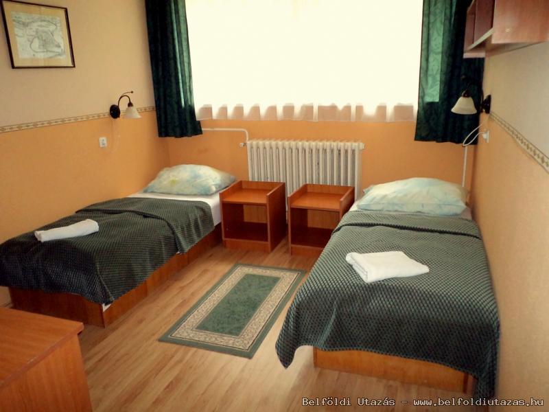 K�t�gyas szoba