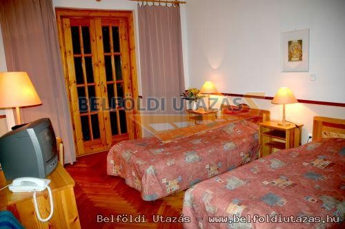 Bakony Hotel ** (3)