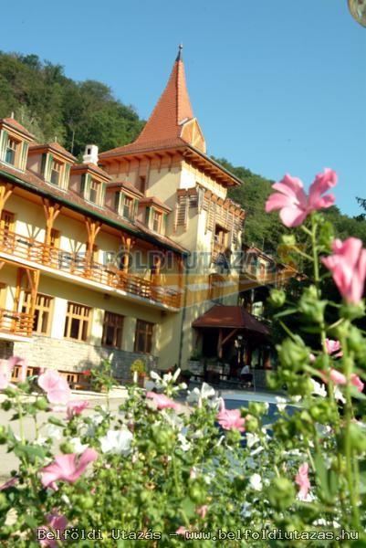 Bakony Hotel ** (2)