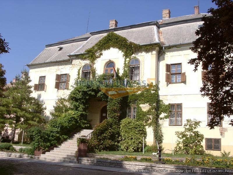 Széchényi F. kastély, ma iskola