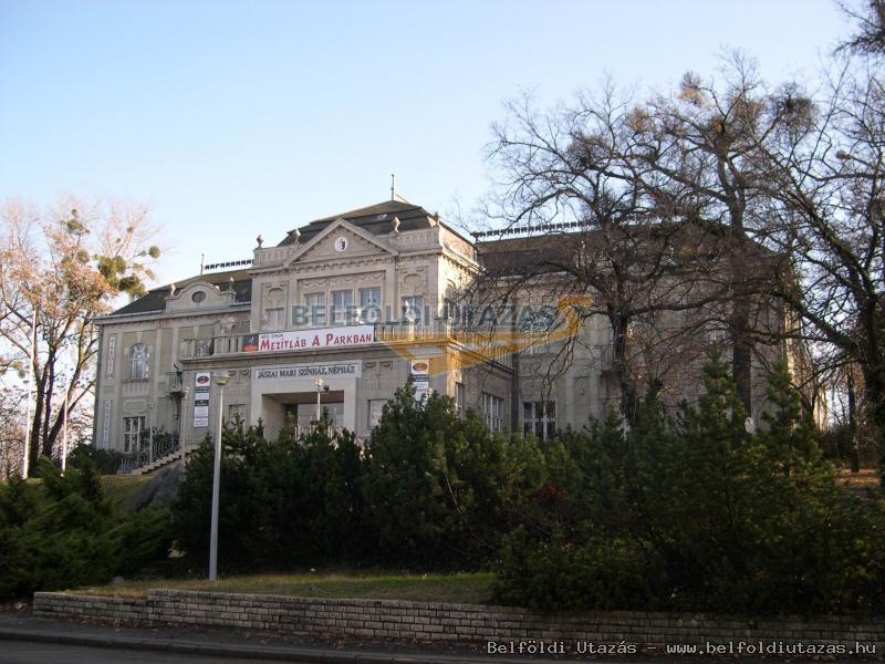 A színház épülete