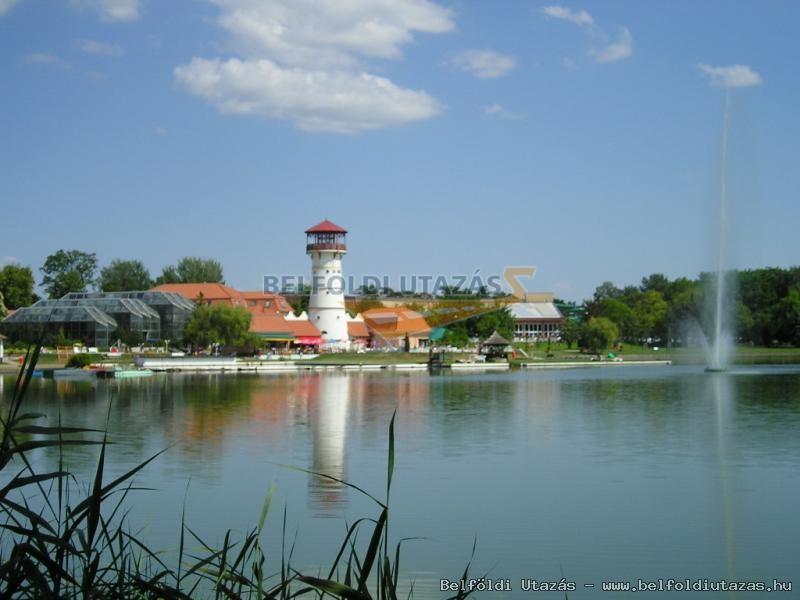 A Fürdő nyugati oldalról, Középső tó