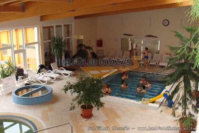 Flóra Termálfürdő - Apartmanházak, Étterem és Panzió (4)