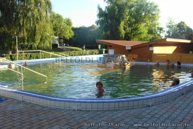 Flóra Termálfürdő - Apartmanházak, Étterem és Panzió (5)