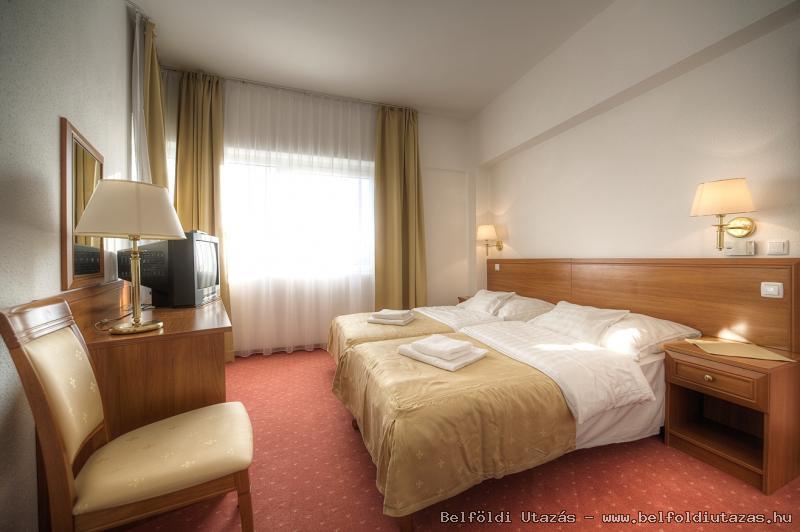 Két Korona Hotel-Superior Lakosztály erkéllyel-Főépület