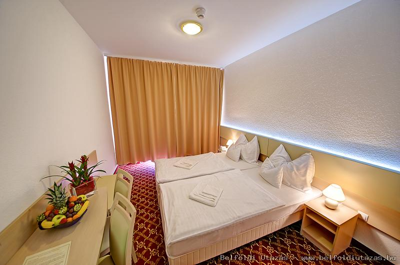 Két Korona Hotel-Standard Kétágyas szoba erkéllyel
