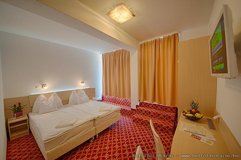 Két Korona Hotel-Superior Kétágyas szoba erkéllyel-Mediterrán szárny