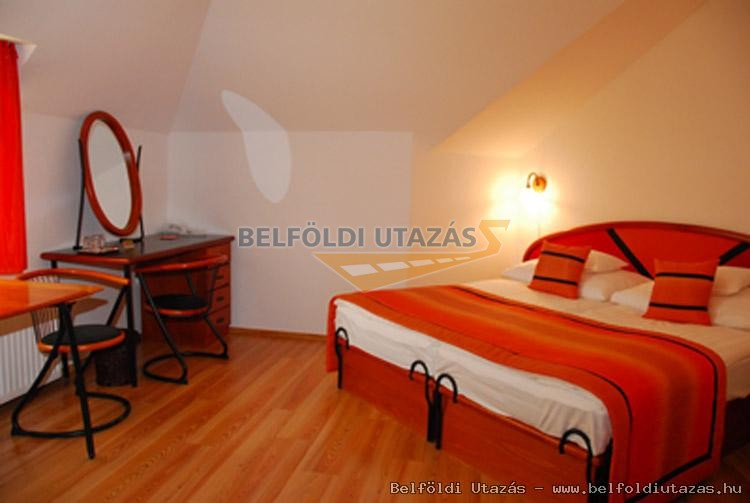 Liget Wellness és Konferencia Hotel**** (4)