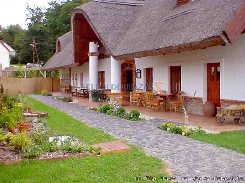 St. Michael Panzió és étterem - Lovaspark (2)